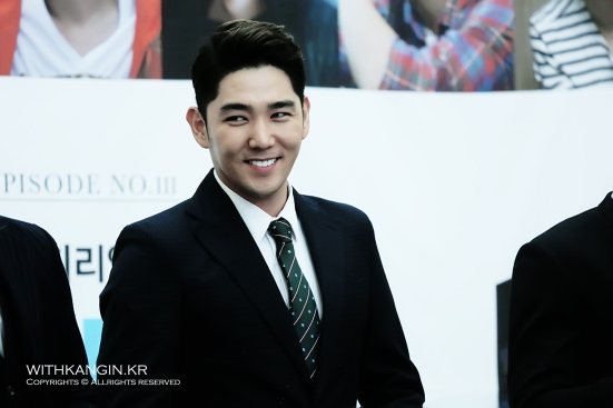 130911-travel-book-super-junior-experience-korea-book-sign-e28093-kangin-by-withkangin-1